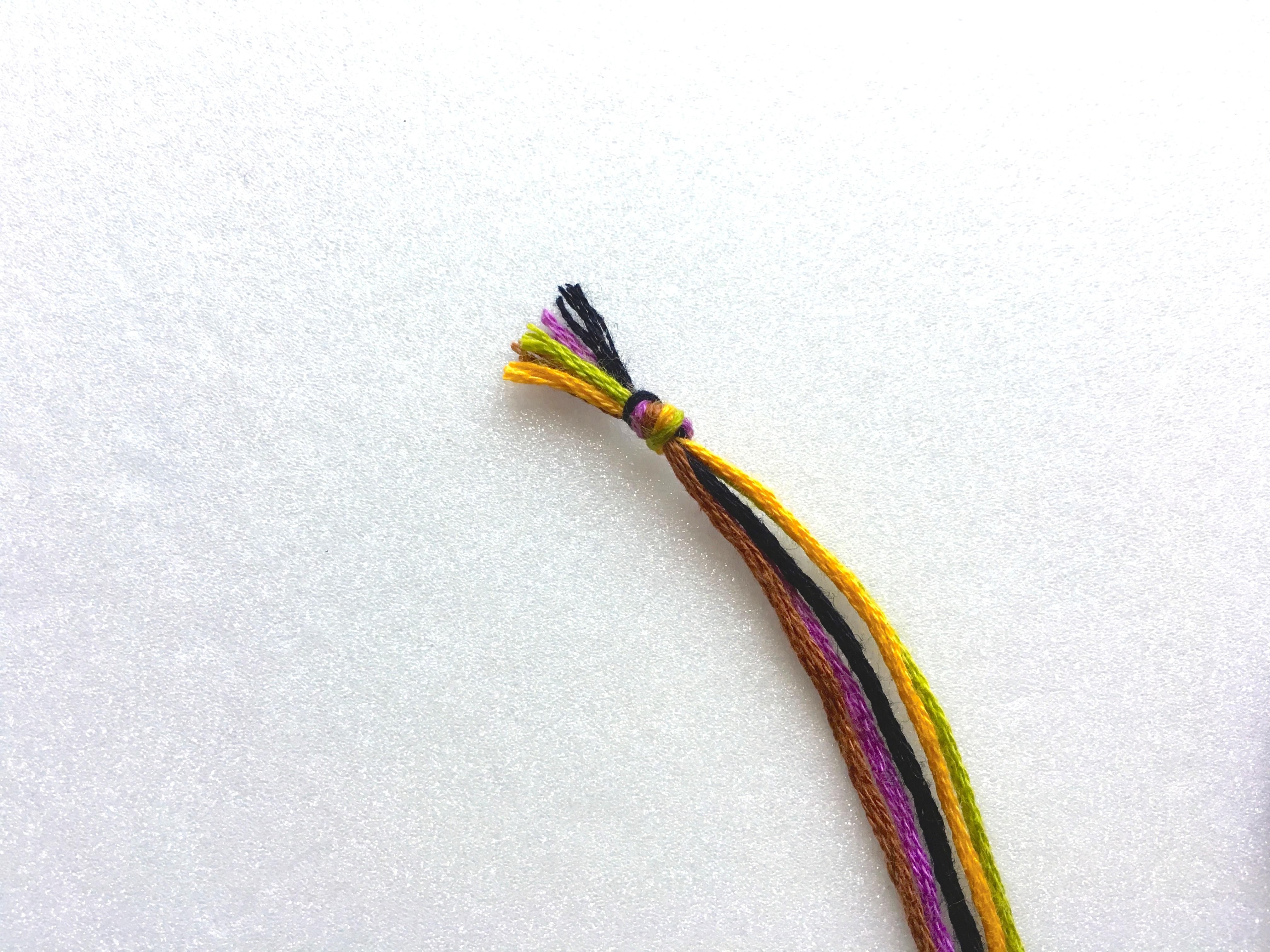 ミサンガの編み方【ひと結び】