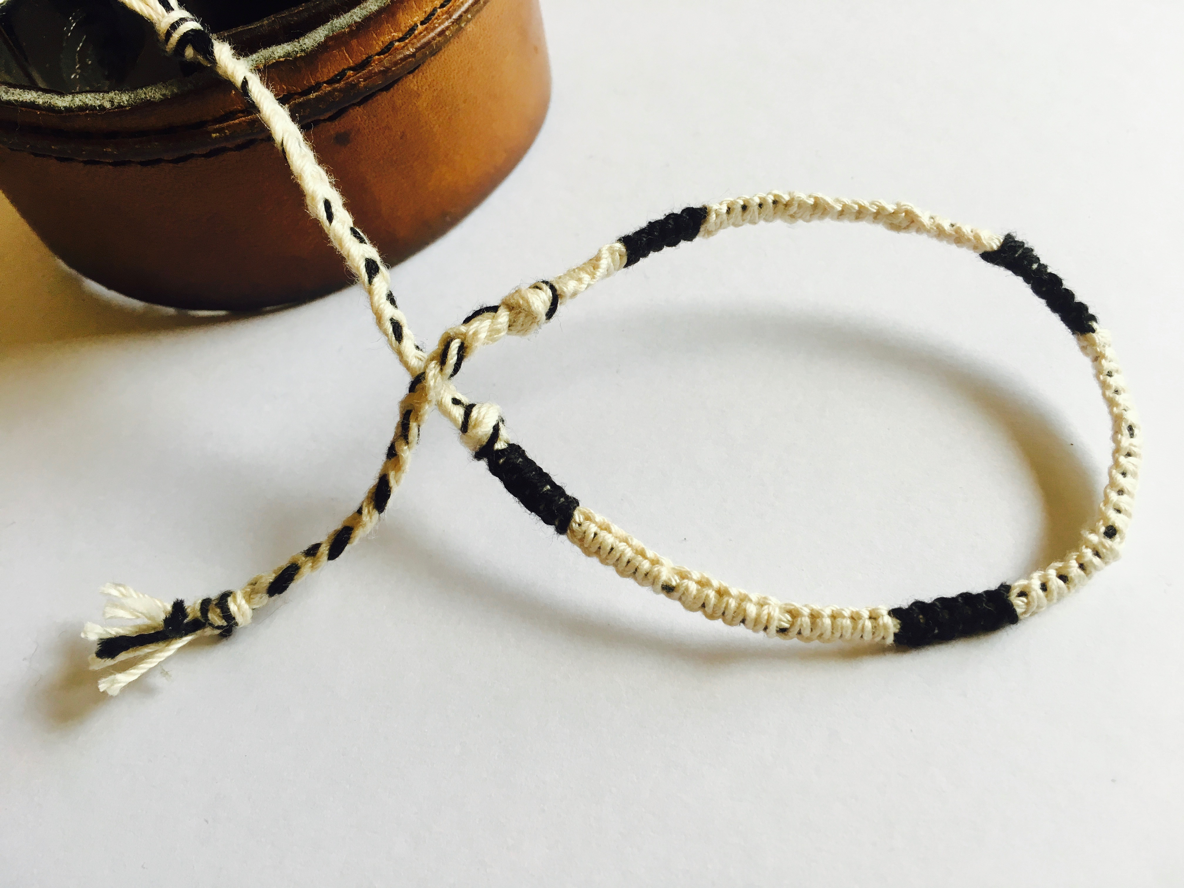 ミサンガの編み方『平結び』でシンプル2色ミサンガの作り方